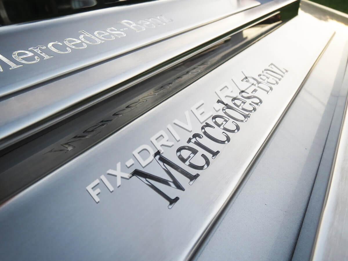 Накладки на пороги Mercedes-Benz E-Class w124 белая подсветка