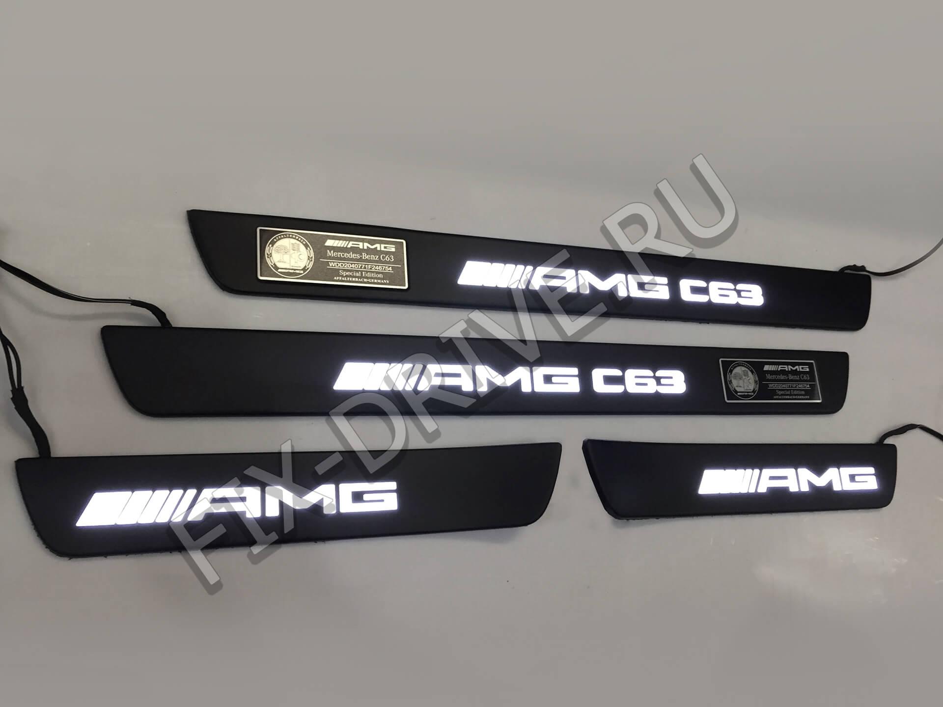 Накладки на пороги w204 63 AMG III C-Class